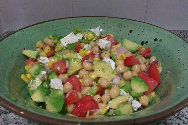 Ensalada de garbanzos y aguacate | Cocinar en casa es facilisimo.com