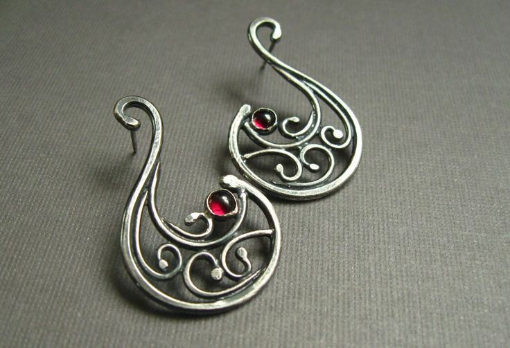 Tutorial on making shaped wire earrings