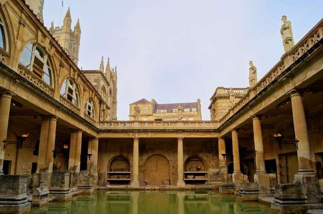 14 - Termas Romanas de Bath, Inglaterra: construída no ano 70, este é o edifício de banhos termais r... - Shutterstock