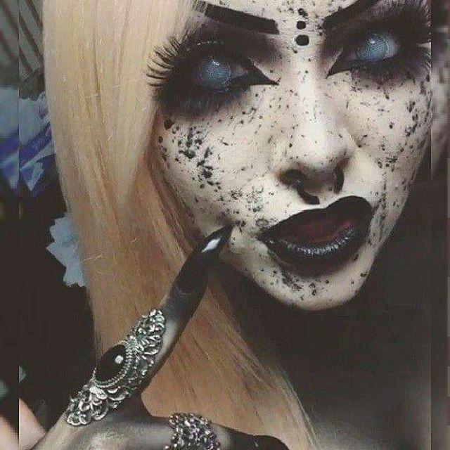 Creepy Cool Makeup Inspiration - I Smell Children!!!  #alternative #creepygirls…