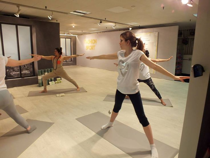 Last week we had our exciting ELLE & Wellicious class in their London Head Office!! Bringing the fun back into Fridays, the editorial team left feeling relaxed and de-stressed, after our Ambassador Nicole Heller's amazing class!  #FRIYAY #ELLE #Wellicious #Heart #Happy  Read more on our lifestyle blog - www.wellicious.com/wellb…/…/05/19/wellicious-goes-to-elle-uk