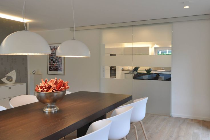 Wohnraumgestaltung - Wohnmöbel nach Maß im Münsterland : Sala da pranzo moderna di Klocke Möbelwerkstätte GmbH