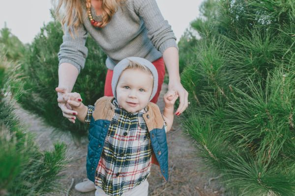 cute baby style // Christmas tree farm family session