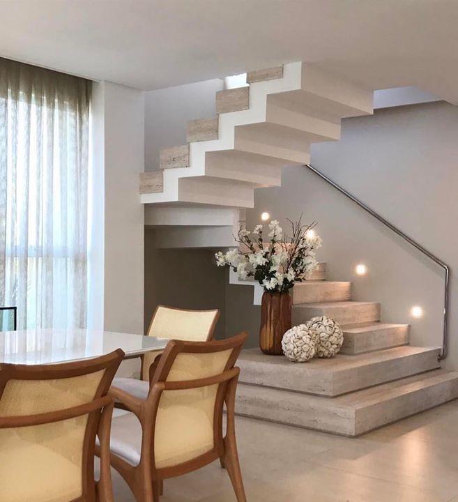 Escada em travertino bruto by Romero Duarte