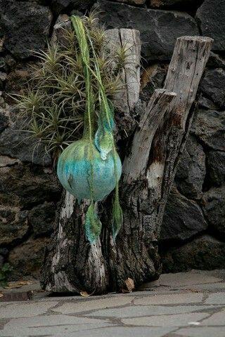 Natural #Lamp por #MariaHurtado. Hecha a mano en #fieltro de #lana virgen. Disponible en www.manosesmas.com