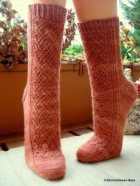 1384 best Socks & Slippers - Patterns for socks and feety things ...