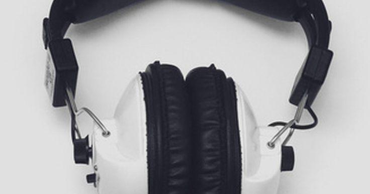 ¿Cuáles son los peligros de los auriculares con cancelación del ruido? . Los auriculares con cancelación de ruido son muy eficaces para la eliminación de fondo como el zumbido de un motor de avión, el rugido de un tren o el zumbido de una carretera o calle muy transitada. Aunque esto ayuda cuando se escucha música o cuando proteges tus oídos, el uso de auriculares con cancelación de ruido durante un momento en que ...