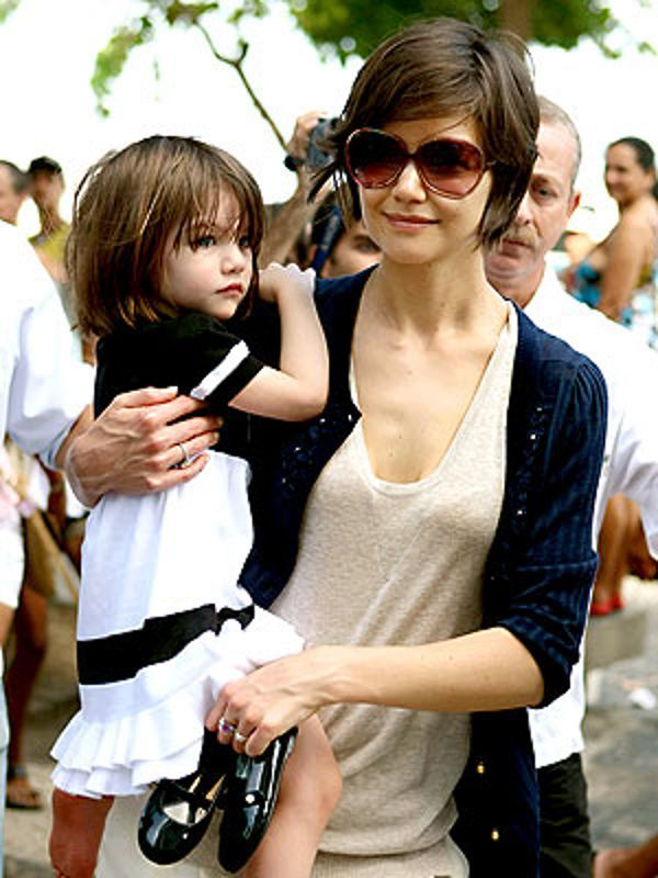 Suri with celebrity mom #Katie #Holmes.  ♥ Like my pins? Pls share and visit my celebrity site at http://www.celebritysizes.com/ ♥ #celebritysizes