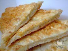 Placinte cu cartofi si mujdei de usturoi | Potato pancakes with garlic sauce. Romanian recipe | Retete romanesti - recipe in Romanian....via e-retete.ro