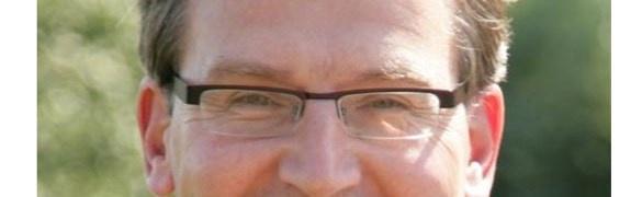 De gemeente Almere wilde ambtenaar Henk Mulder met politiek verlof sturen tijdens zijn wethouderschap, zodat hij daarna weer terug kan keren in zijn oude functie. Maar die garantie mag niet. Almere belooft nu een inspanningsverplichting te doen. Als die slaagt, behoudt Mulder ten minste zijn wethouderssalaris.