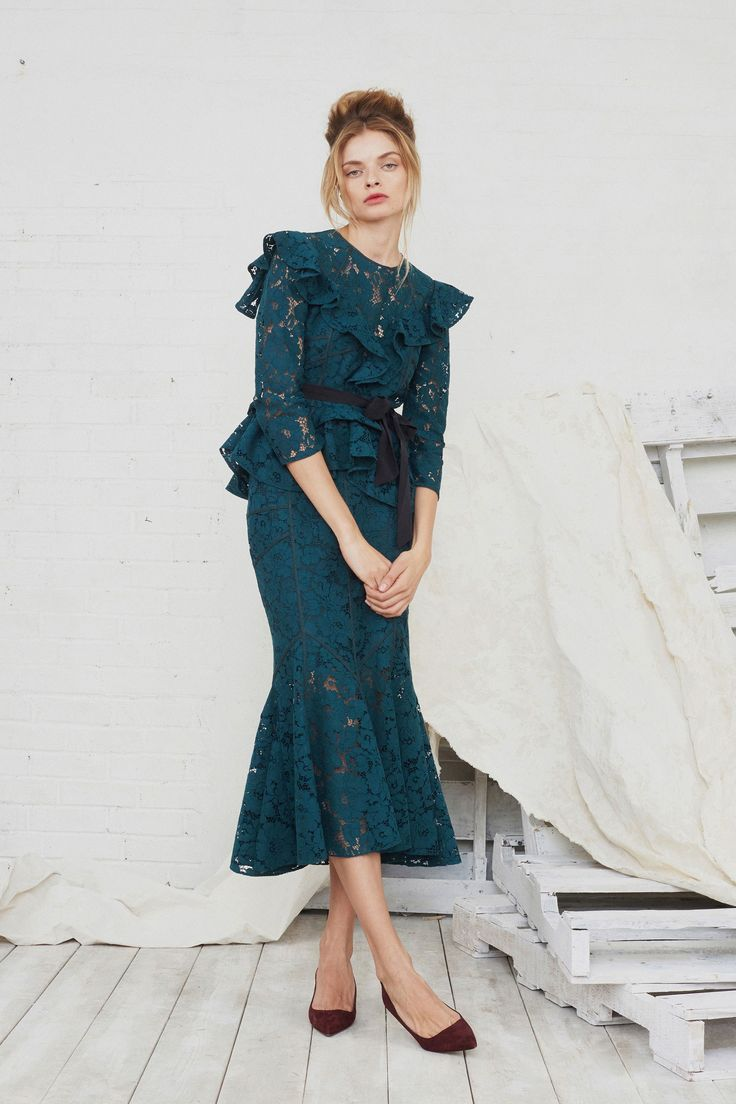 http://www.vogue.com/fashion-shows/fall-2017-ready-to-wear/marissa-webb/slideshow/collection