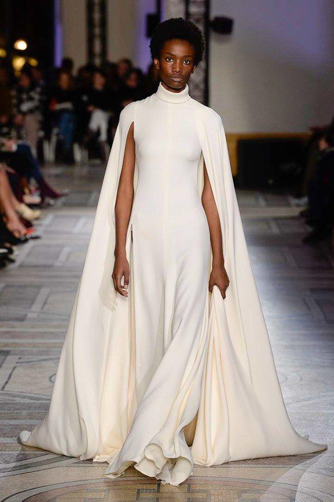The complete Giambattista Valli Spring 2018 Couture fashion show now on Vogue Runway.