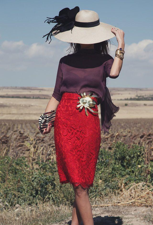 look de Helena Mareque broche de Grey by Carmen Ruiz