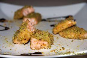 Il Filetto di salmone in crosta di pistacchio è un secondo piatto molto particolare dal gusto raffinato e gustoso semplice da preparare.