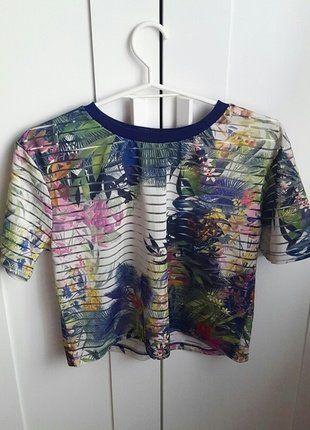 Kup mój przedmiot na #vintedpl http://www.vinted.pl/damska-odziez/koszulki-z-krotkim-rekawem-t-shirty/17160908-koszulka-stradivarius-w-kwiaty-rozmiar-s