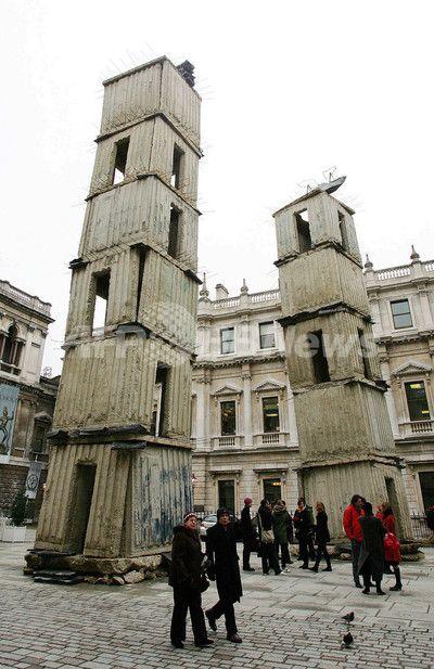 アンゼルム・キーファーの作品が王立芸術院の中庭で展示される - 英国