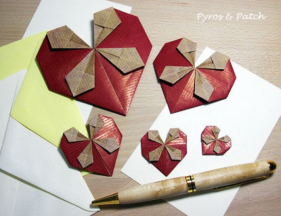 Decorative paper hearts origami technique for di PyrosePatch