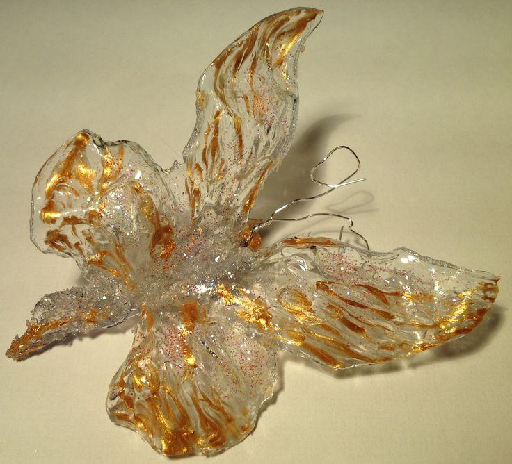 Farfalla: bottiglia di plastica, oro, prodotto effetto vetro