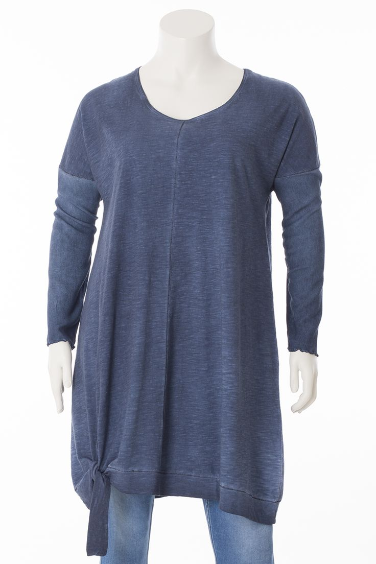Exelle | Long tunic with stroke at the bottom that can be tied to a knot. Dyed with cold-dye technique to give it its unique colours. Made from a soft cotton/modal quality. The long sleeves are made from a woven material, which create a nice contrast with the jersey.