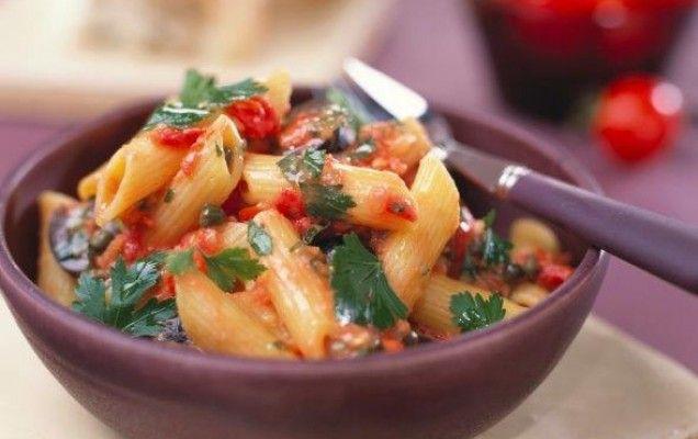 Πένες με ελιές, ντομάτα και κάππαρη - iCookGreek