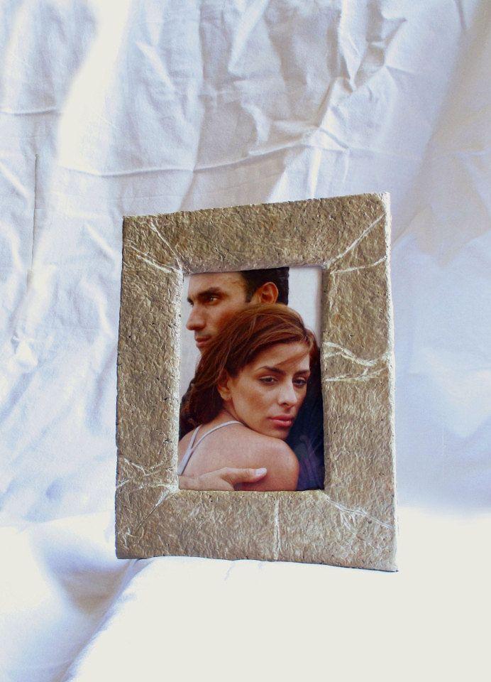 """Portafoto effetto pietra, cornice da tavolo, portaritratto per foto 10x15cm/4x6"""", eco style, beige, fatta a mano in cartapesta, riciclo di FioreLunaEcoDeco su Etsy"""