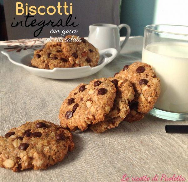 Biscotti integrali con gocce di cioccolato senza uova né latte né burro