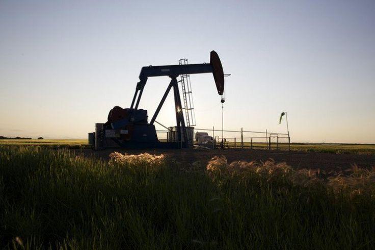 Preços do petróleo recuam com alta dos estoques nos EUA em 2,5 milhões de barris - http://po.st/Z99Mog  #Setores - #Brent, #Petróleo, #Valorização, #WTI