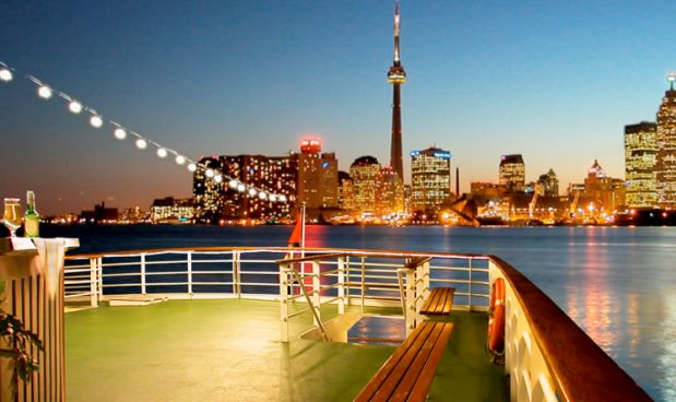 Enjoy the Toronto New Years Eve Cruise Party