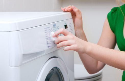 Lavare i piumini d'oca in lavatrice con le palline da tennis