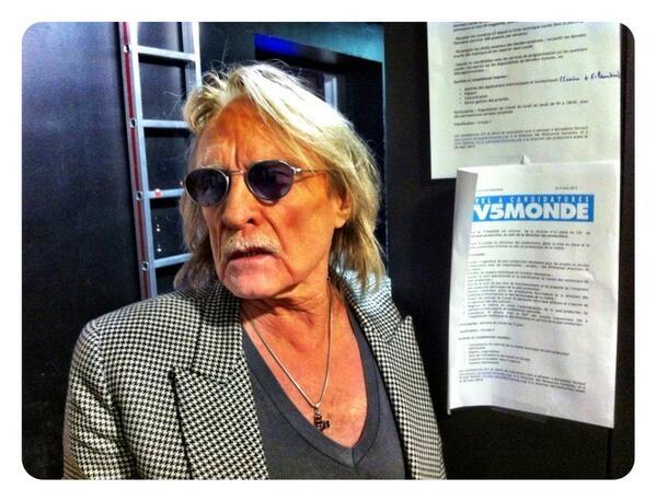 Le chanteur #Christophe en coulisse de #Linvité.