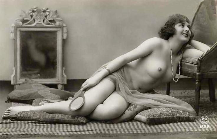 Ведущие старые порнографические фотографии тетка лежит