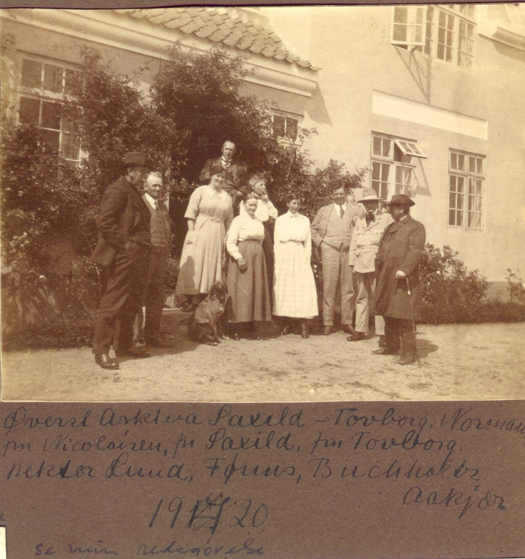 """In the garden at author Jeppe Aakjærs home """"Jenle"""" at """"The Jenle Festival 1920."""