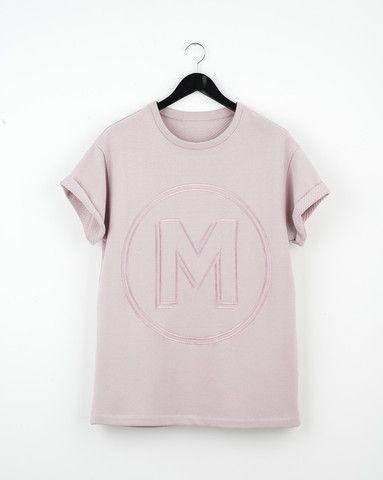 SIGNATURE M T-SHIRT/ 180€  Oversized logo embroidery t-shirt