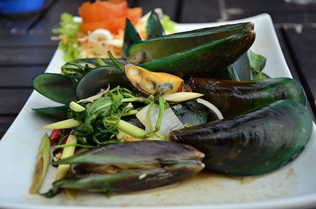 Travelogue: { Thailand } The Asian green mussel (Perna viridis) #KohSamui www.akanksharedhu.com