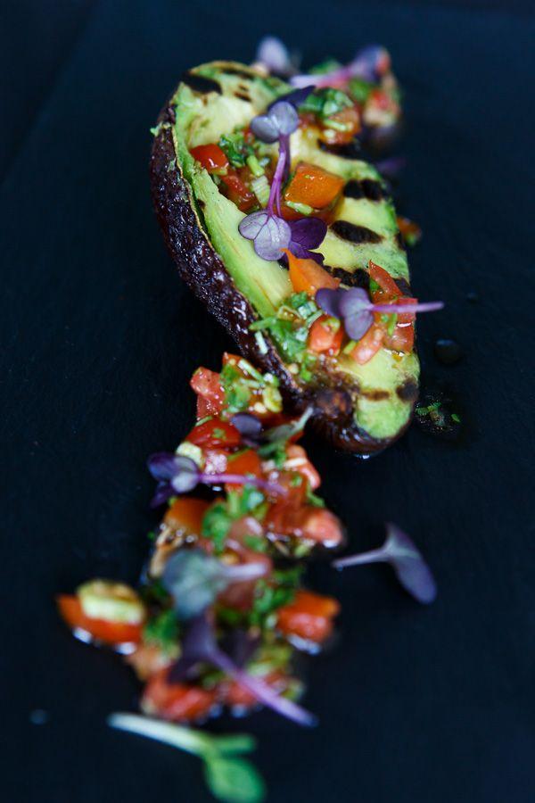 avocado, avocado rezepte, gegrillte avocado, avocado grillen, tomaten, tomaten salsa, grillen, bbq, vegetarisch, vegan, vegane rezept
