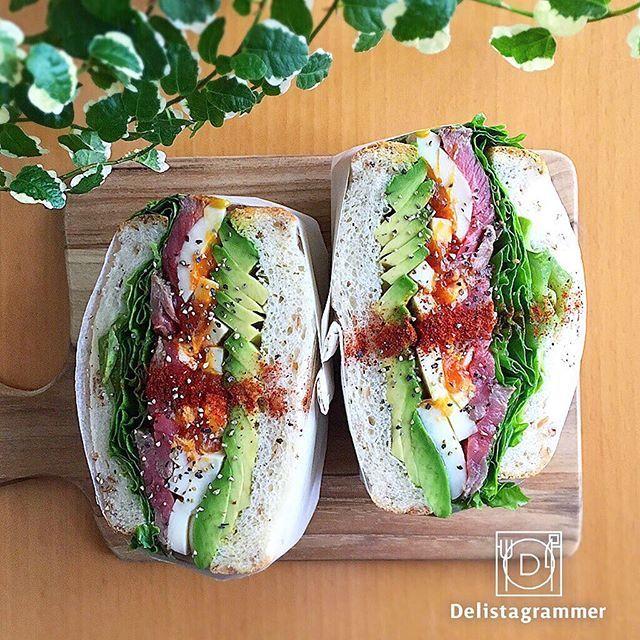 ouchigohan.jp 2017/03/13 22:29:14 【 #おうちごはん通信 】photo by @maichiku3 本日3月13日は何の日でしょう🤙 実は「サンドイッチの日」なんです!ご存知でしたでしょうか?🎵 数字の「3」で「1」が挟まれていることから言われているようです!㊗️✨ 本日はサンドイッチの日なので、おうちごはんで大人気のわんぱくサンドを改めて紹介します🙌🍀 わんぱくサンドといえば具材の種類がとても多く、挑戦しづらい方もいるかもしれません😤 でも長期保存可能なおかずの常備菜を作るついでだと思えば挑戦しやすくないですか?😎 おうちごはん公式サイトでは常備菜を使ったわんぱくサンドの紹介をしています🍞🌸 是非チェックしてみてくださいね👀 https://ouchi-gohan.jp/332/ -------------------------- ★詳しくは @ouchigohan.jp プロフィールURLから見てくださいね!…