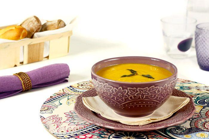 Cómo hacer crema de lentejas y batata en Crock Pot o slow cooker. Receta paso a paso. Descubre más recetas de sopas y cremas en olla de cocción lenta.