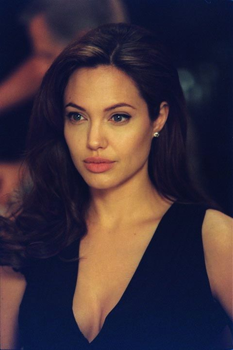Natural glam | Angelina Jolie