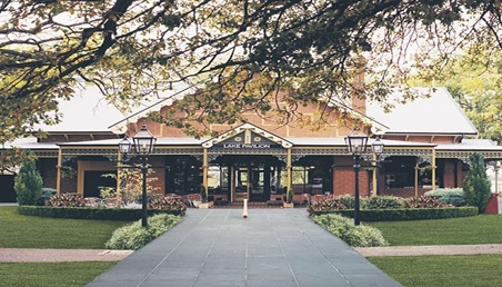 Housed in the former 'Lake Pavillion', Pipers by the Lake is located between the Ballarat Botanical Gardens and the Lake Wendouree foreshore.  Come in for a coffee or choose from the extensive breakfast and lunch menu or take advantage of our lunch specials.
