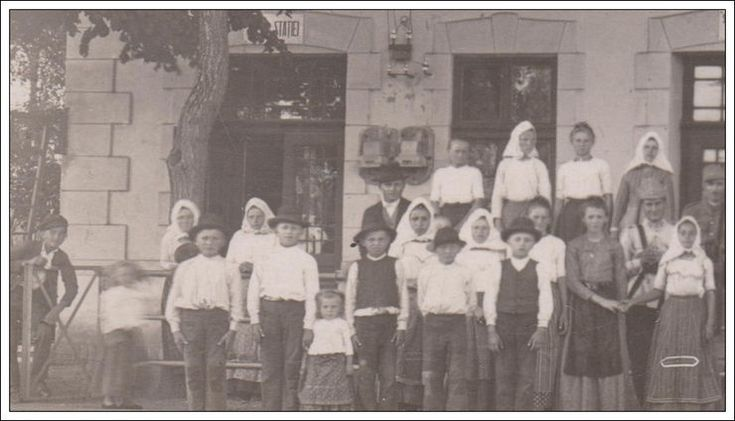Great photo from 1920's  with Giarmata Temesgyarmat,Jahrmarkt Railway Station.Large group in local traditional costumes in front of Station building.