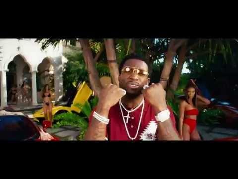 Nicki Minaj sopra un unicorno nel video di Make Love di Gucci Mane.
