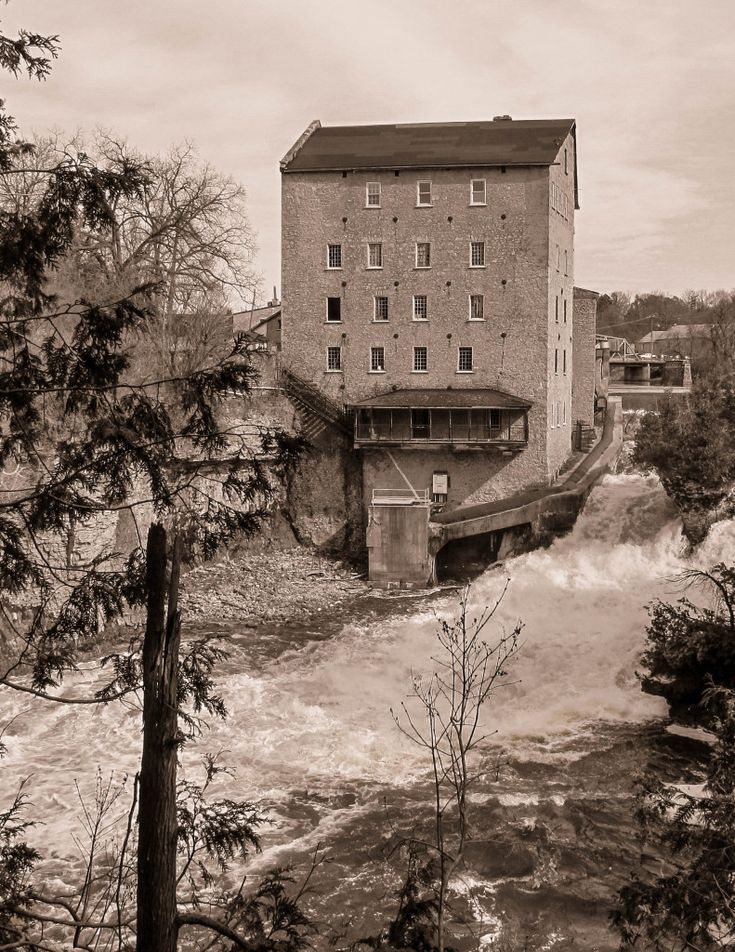 A view of the Old Elora Mill Inn from the Elora Gorge Trail. See link for pics and story. #elora #hiking #mills