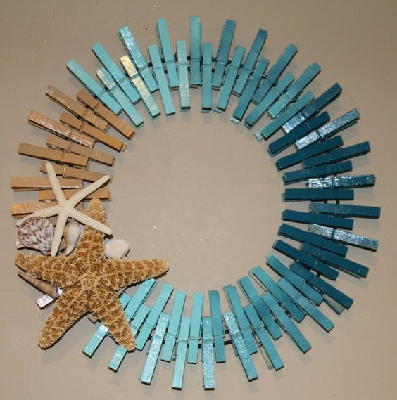 simple craft project:  Clothespin wreath and a few shells and starfish.  So clever!