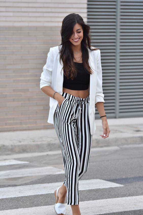 Pantalones Rayados El Nuevo Objeto Del Deseo En Primavera Ropa Pantalones De Moda Mujer Pantalones De Moda