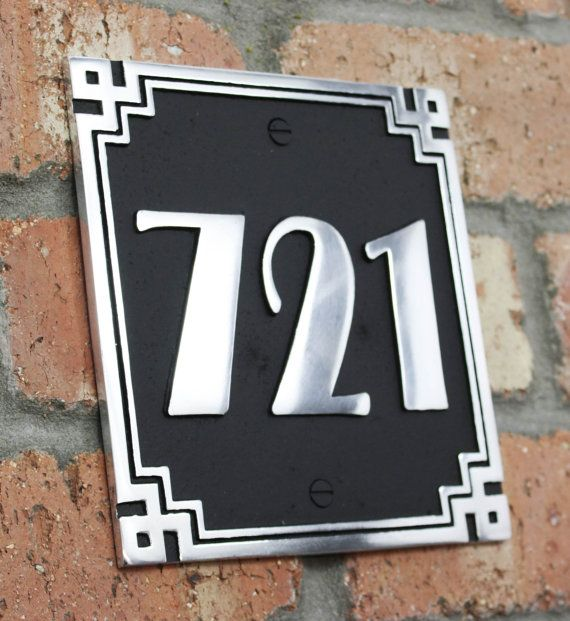 Huis adres plaque met uw huisnummer in de Art Deco-stijl. Solide Aluminium handgemaakte te bestellen in Engeland.