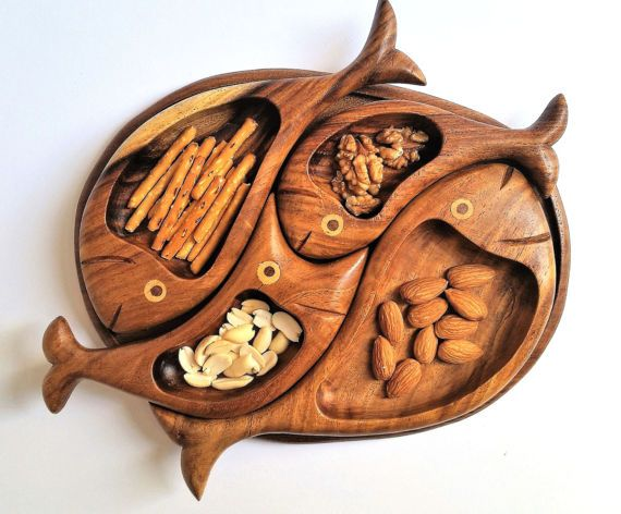 Omar handmade unique 4 fish tray set consists of 5 parts that can be used individually. The Base is an oval versatile tray and the 4 compartment bowls (accurately crafted as 4 fish) that are excellent for serving snack/nuts/chutney-...  This set is great for modern style houses to give a classical touch and great for ethnic restaurants. In addition to its usage as snack platter, it can be used also as table organizer for small accessories or as a piece of decor.  Size:25 cm (9.8) X ...
