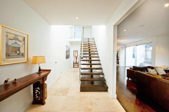 Stair | Feature | American Oak | Dark Stain | Patch Fitted Glass Balustrade | Timber Handrail | Staircase | Feature Landing | Steel Centre Carriage
