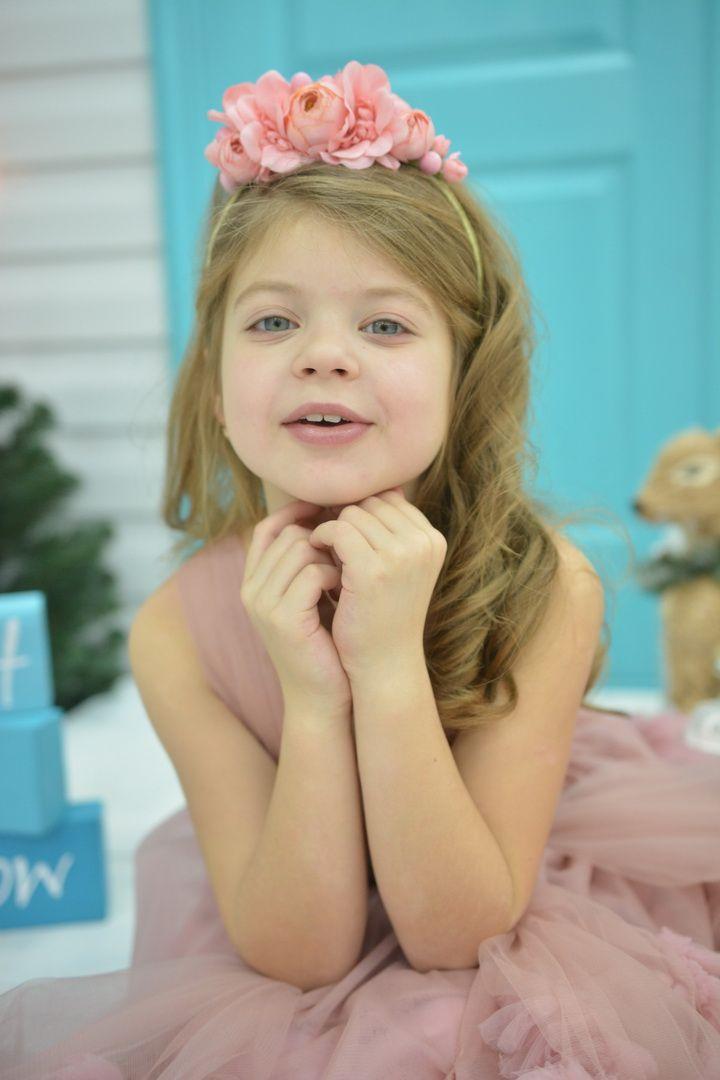 """Ободок с цветами """" Фламинго """" в наличии! Доставим Завтра!  Купить подарок на год девочке можно в нашем модном магазине аксессуаров для волос. В каталоге вы можете увидеть большой ассортимент украшений для волос и подобрать для себя самый лучший вариант. Также вы можете сделать заказ на оригинальное украшение для волос.  Заказывайте только стильные и оригинальные украшения 🌸🌸🌸 Задать вопрос или сделать заказ можно по телефону +7 (985)2882278! Для Вашего удобства пишите в What'sApp, Viber…"""