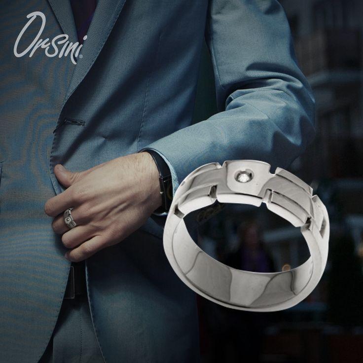 Il #design contemporaneo reso prezioso dal #diamante, rende l'#anello perfetto per l'#uomo che non vuole passare inosservato