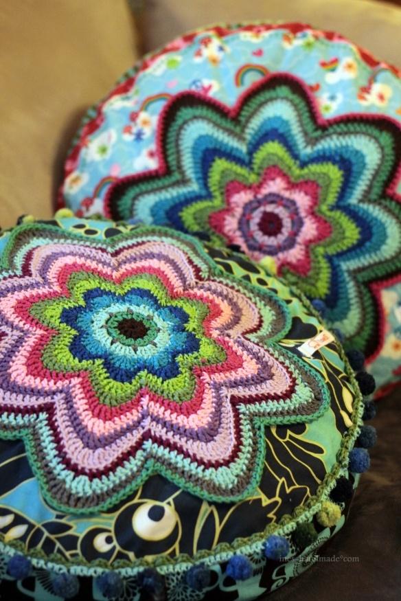 Crocheted pillow tops #pattern #ebook #Farbenmix #Banju
